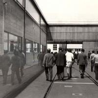 Lavoratori ripresi durante un picchetto per il rinnovo del Contratto collettivo nazionale di lavoro, 19.05.1983, Officine di Casaralta, Da: Archivio fotografico Fiom Bologna.