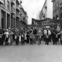Lavoratori Casaralta in corteo durante una manifestazione per il rinnovo del contratto, metà anni Settanta, Bologna, Da: Archivio fotografico Fiom Bologna.