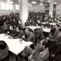 Assemblea in fabbrica dopo 80 ore di sciopero per il rinnovo del contratto aziendale, 26.11.1984, Officine di Casaralta, Da: Archivio fotografico Fiom Bologna.